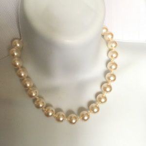 Jewelry - Faux Pearls Necklace